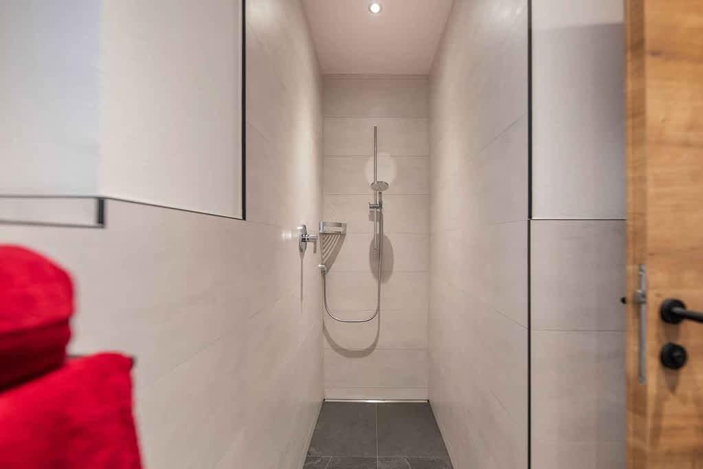 mit begehbarer Dusche