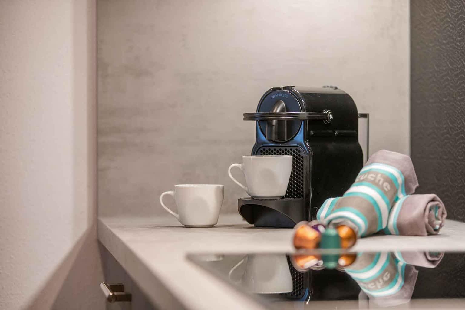 Kaffeemaschine, Geschirrspüler, Backofen, Toaster, Wasserkocher, Mikrowelle